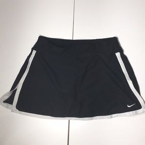 Nike tennis 🎾 skort Black/ white
